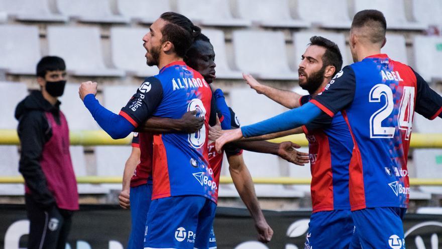 El Langreo gana 0-2 en Burgos y es líder de su grupo de Segunda B