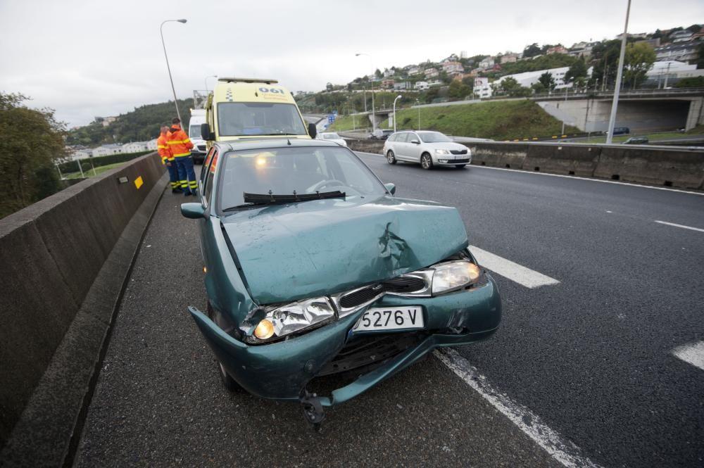 Accidente en la AP-9 por un coche que circulaba en