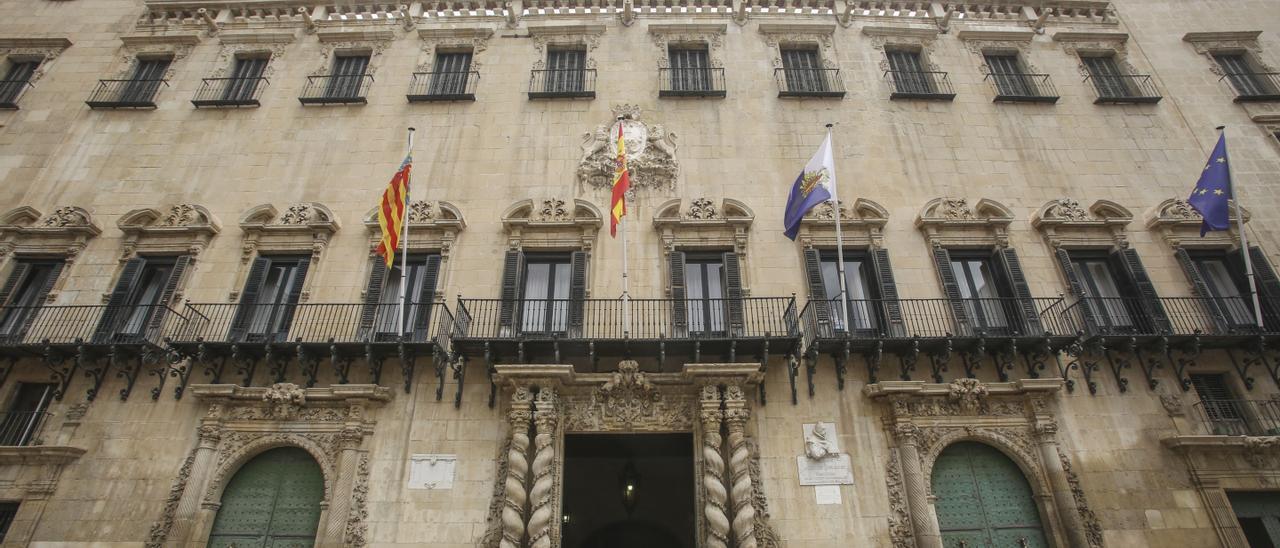 Fachada principal del Ayuntamiento de Alicante, en imagen de archivo