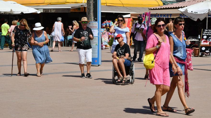 Canarias logra arrancar su temporada turística más fuerte tras doblegar la segunda ola con medidas tempranas
