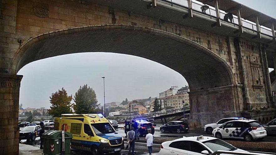 Fallece una mujer que se precipitó del puente de A Barca