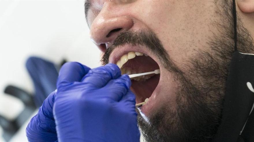 Nuevo brote laboral de COVID en la capital con 20 infectados