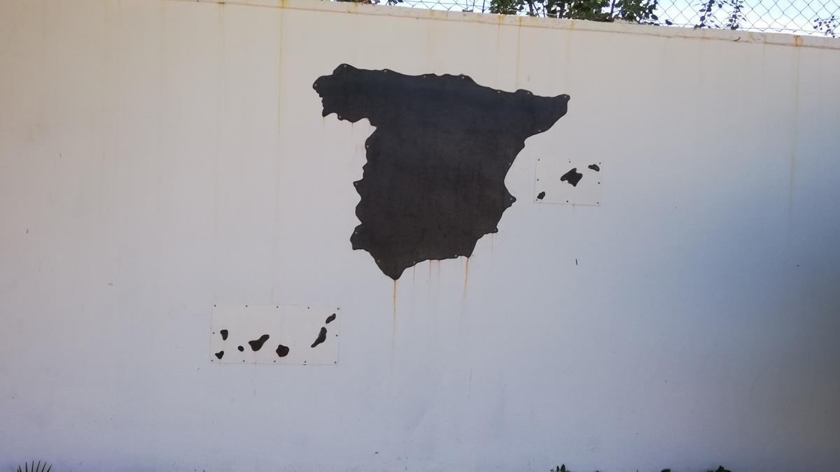Mapa de España con imanes hecho por el alumnado de soldadura del centro.
