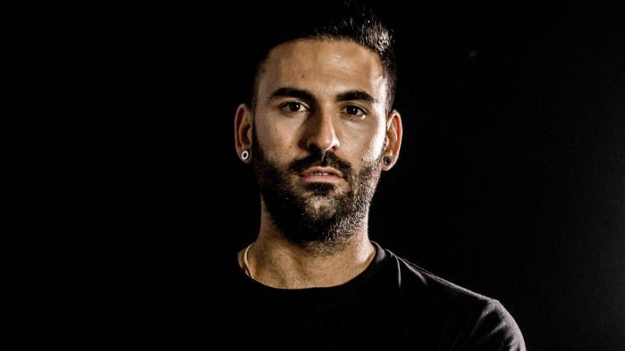El tatuador de futbolistas Juan de Dios Gambín, hoy en las entrevistas de La Opinión