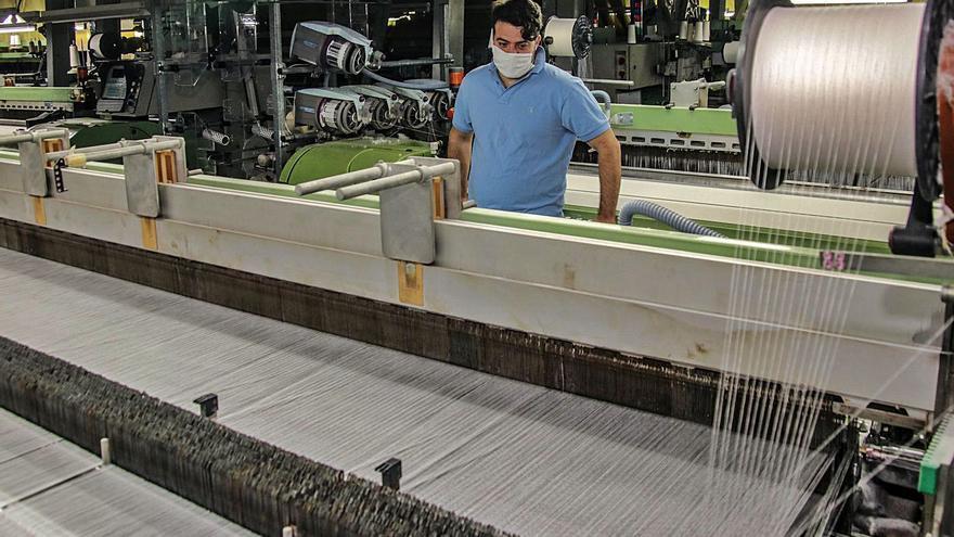 Los tejidos sanitarios y para los hogares contienen la caída de las ventas en el textil