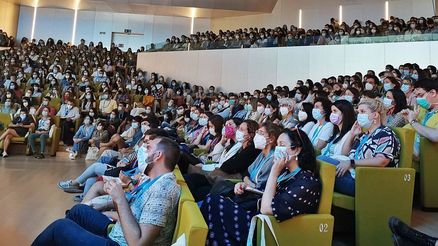Brote con once médicos contagiados tras el Congreso al que asistió Fernando Simón en Palma