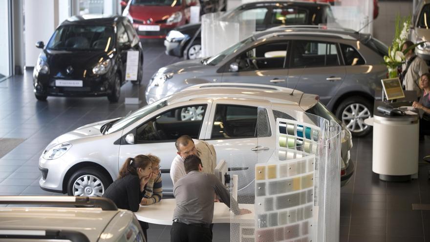 La matriculación de coches desciende un 51 % en febrero