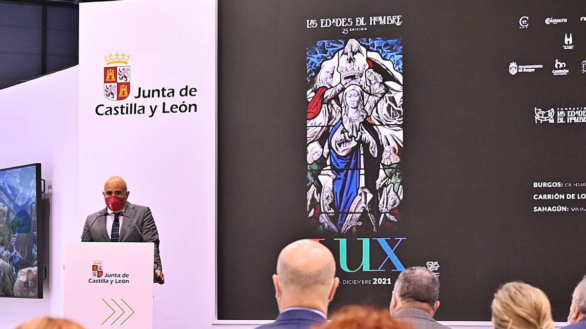 El consejero de Cultura y Turismo, Javier Ortega, en el pabellón de Castilla y León en Fitur. | JCyL