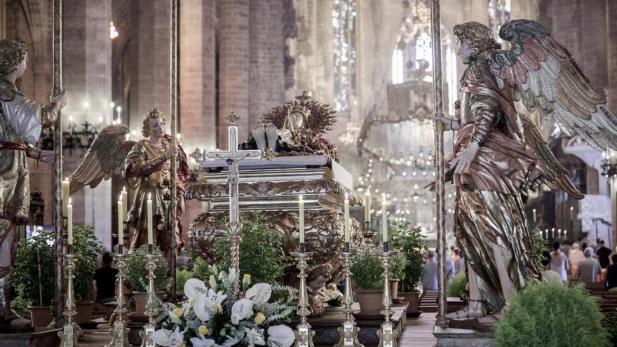 Consulta aquí las iglesias y los horarios para ver la 'Mare de Déu Morta'