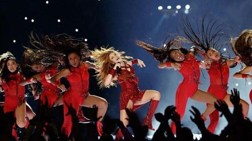 El nuevo reto viral en las redes: ¿Sabrías bailar como Shakira en la Superbowl?