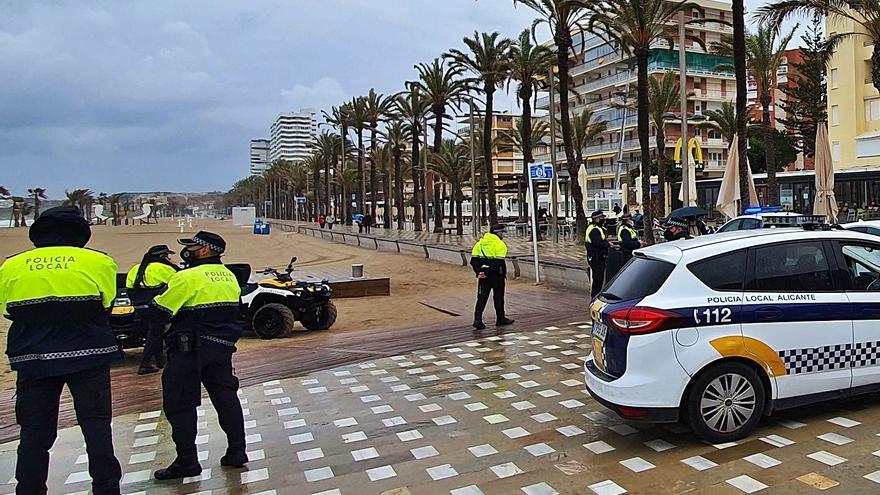 La lluvia evita los botellones de jóvenes en playas y calas de Alicante por Santa Faz