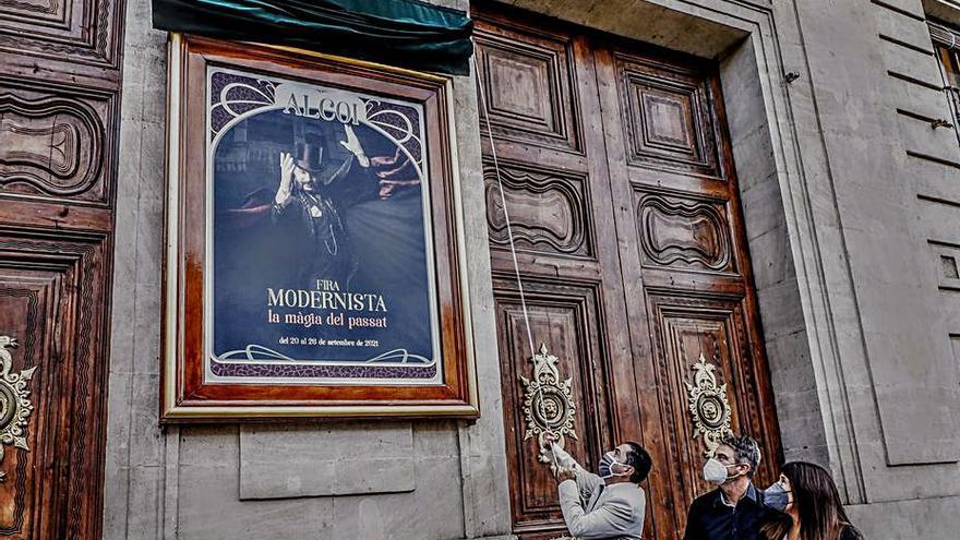 El descubrimiento del cartel abre la Feria Modernista de Alcoy