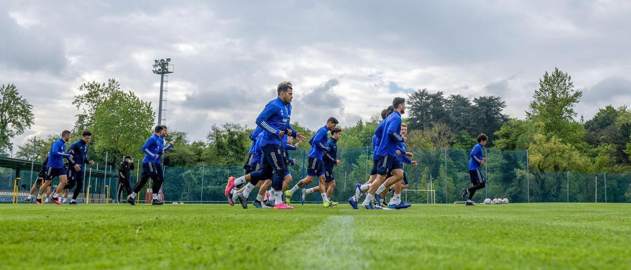 Un entrenamiento del Real Oviedo en El Requexón