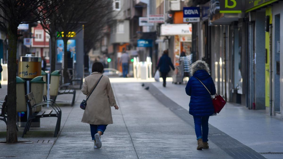 Varias personas por la calle Barcelona, en A Coruña.