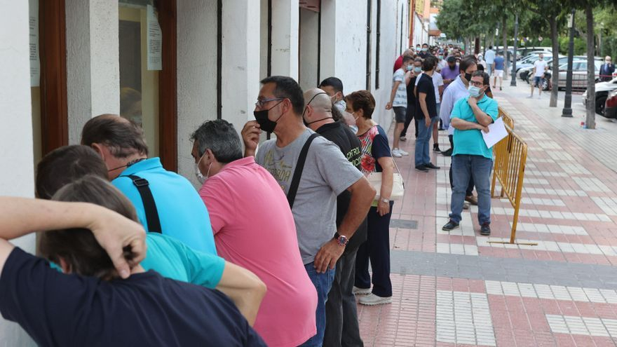 Largas colas para hacerse con las entradas de la Feria del toro de Castellón