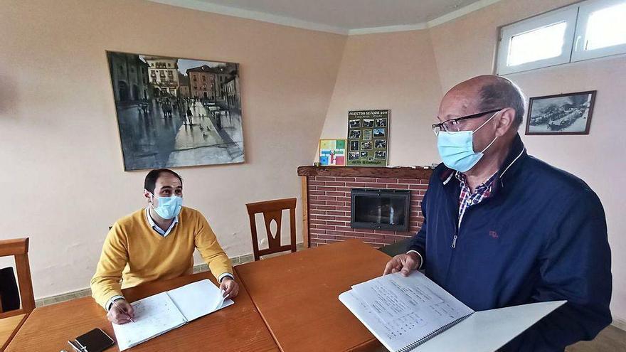 El alcalde de Pravia pasa consulta en el pueblo
