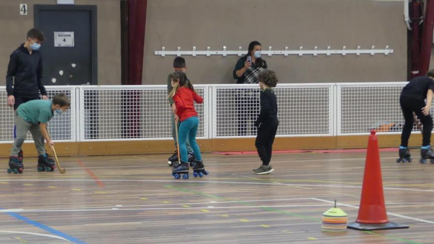 El Club Hoquei Figueres obre el programa de la Santa Creu sobre patins