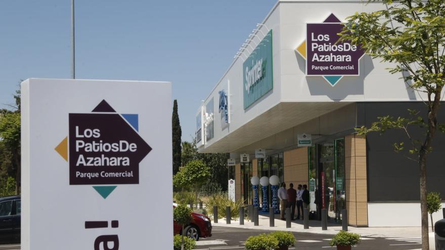 Inauguración del centro comercial Los Patios de Azahara en Córdoba