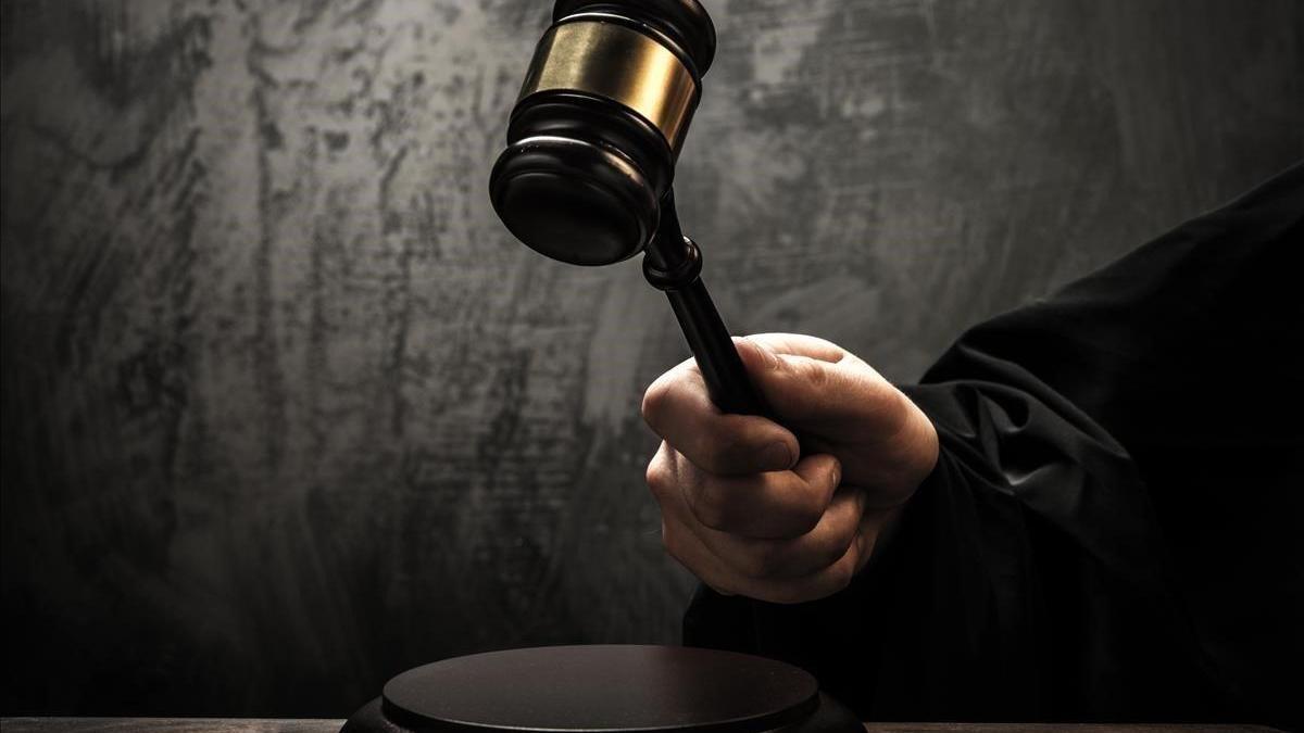 Detenidos un abogado y su pasante que le suplantaba y asistía a arrestados
