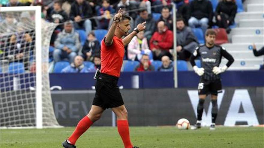 El extremeño Jesús Gil Manzano pitará en la Copa América