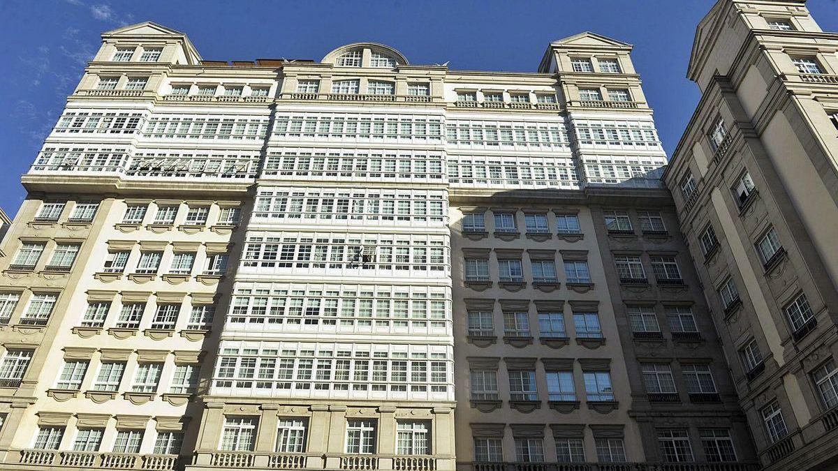 Vista parcial del edificio que sirvió de sede a la empresa Fenosa antes de su remodelación.