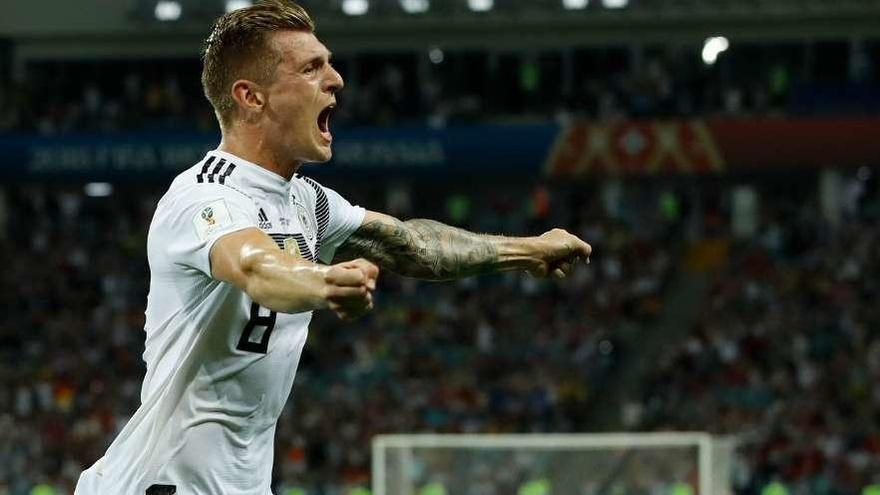 Kroos, en el tiempo añadido, y Reus salvan a Alemania