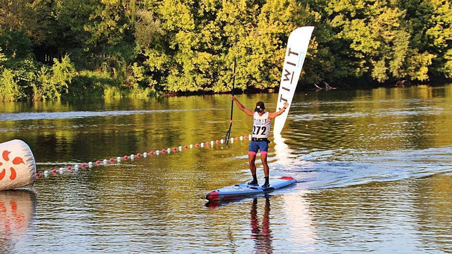 Xavi Marina s'estrena amb victòria en una prova de paddle surf