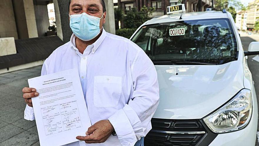 Un grupo de taxistas pide regular los descansos en verano por la baja demanda
