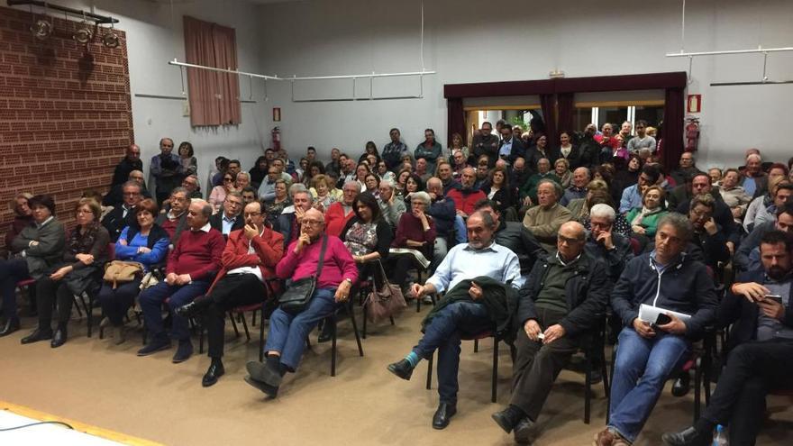 Los vecinos de La Arboleja piden cambios en la protección del Malecón