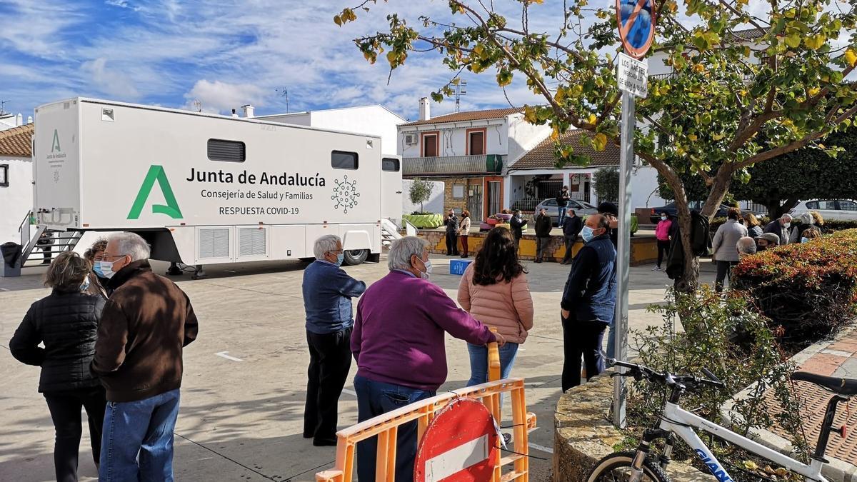 La unidad móvil de Covid19 de la Consejería de Salud en Cuevas del Becerro (Málaga) en un imagen de archivo.