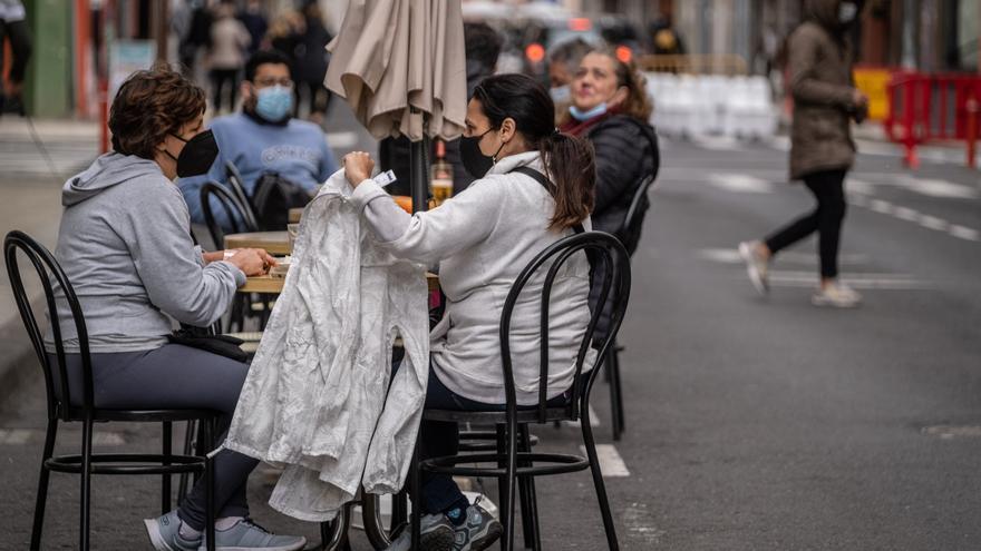Alza de contagios en Canarias: 284 casos y 2 fallecidos
