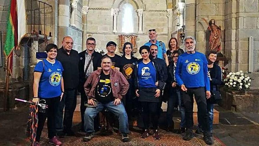 Peregrinos de Jaén sirven de heraldos del equinoccio de la iglesia de Santa Marta de Tera