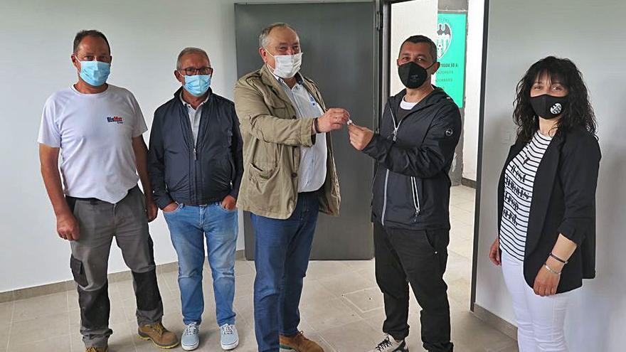 El Paiosaco recibe la llave del local ejecutado por el Ayuntamiento