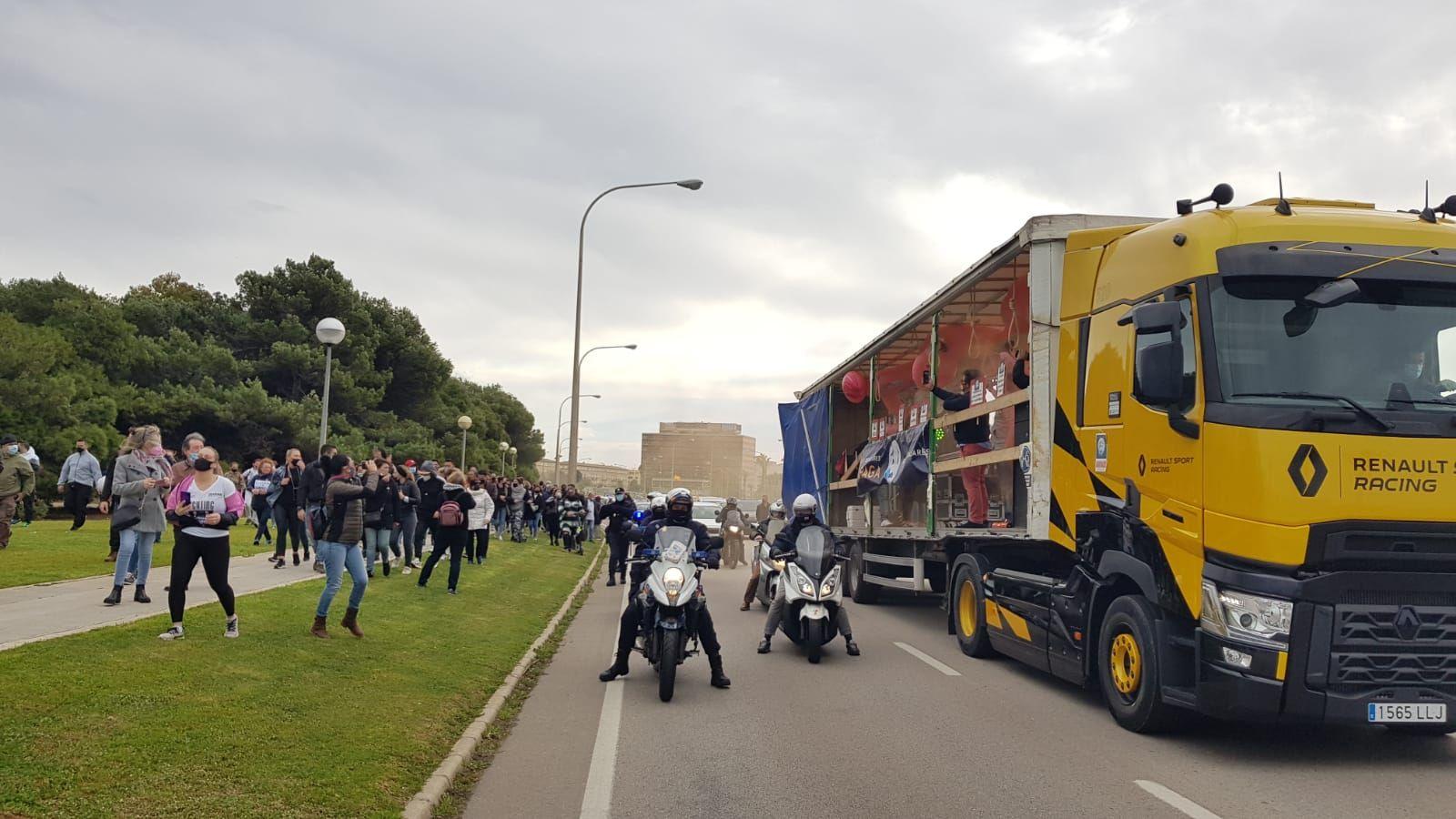 Tercera manifestación contra el cierre de la restauración