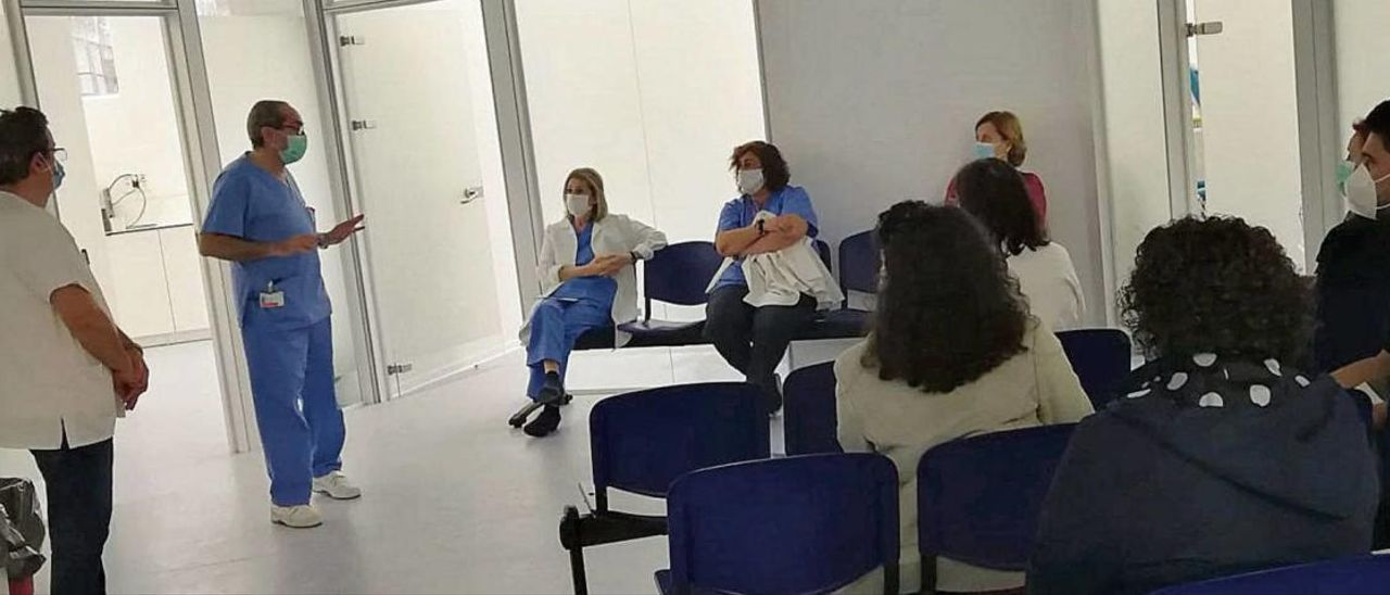 Toma de muestras serológicas y voluntarias, ayer en el Hospital General de Alicante.
