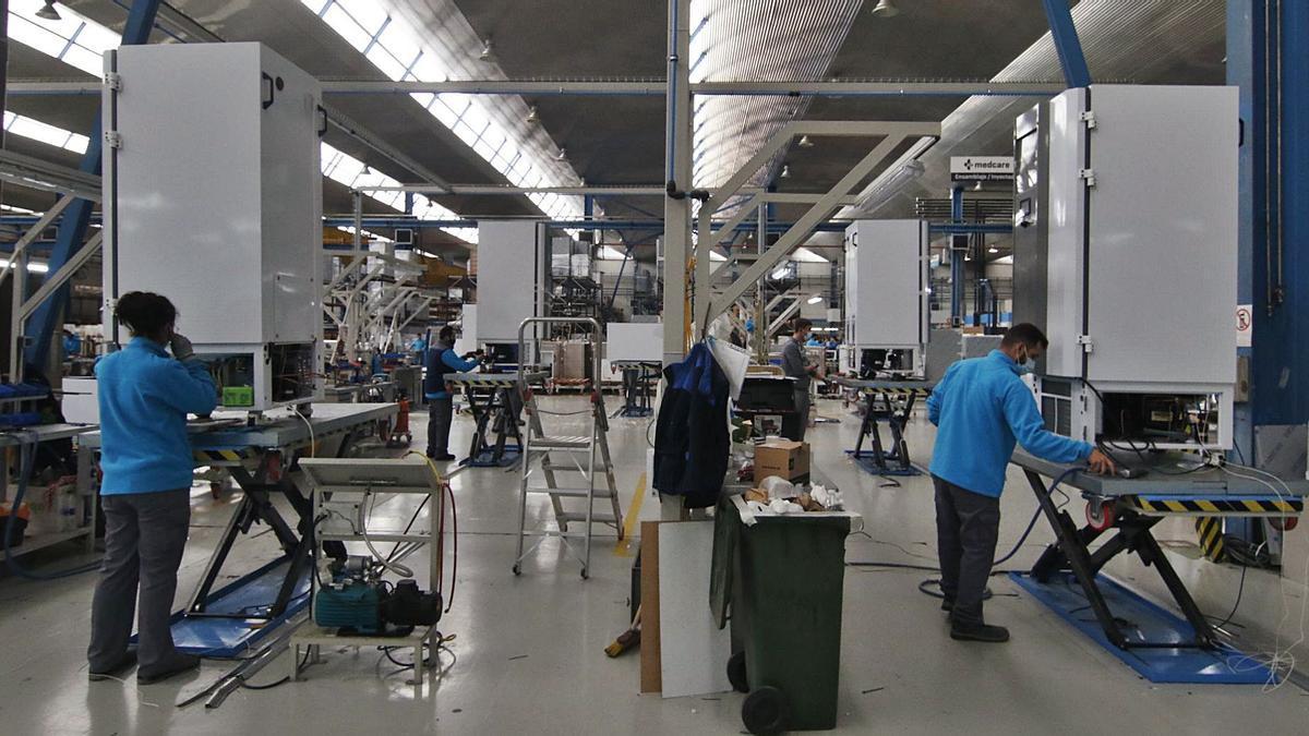 Trabajadores, en las instalaciones de una empresa cordobesa.