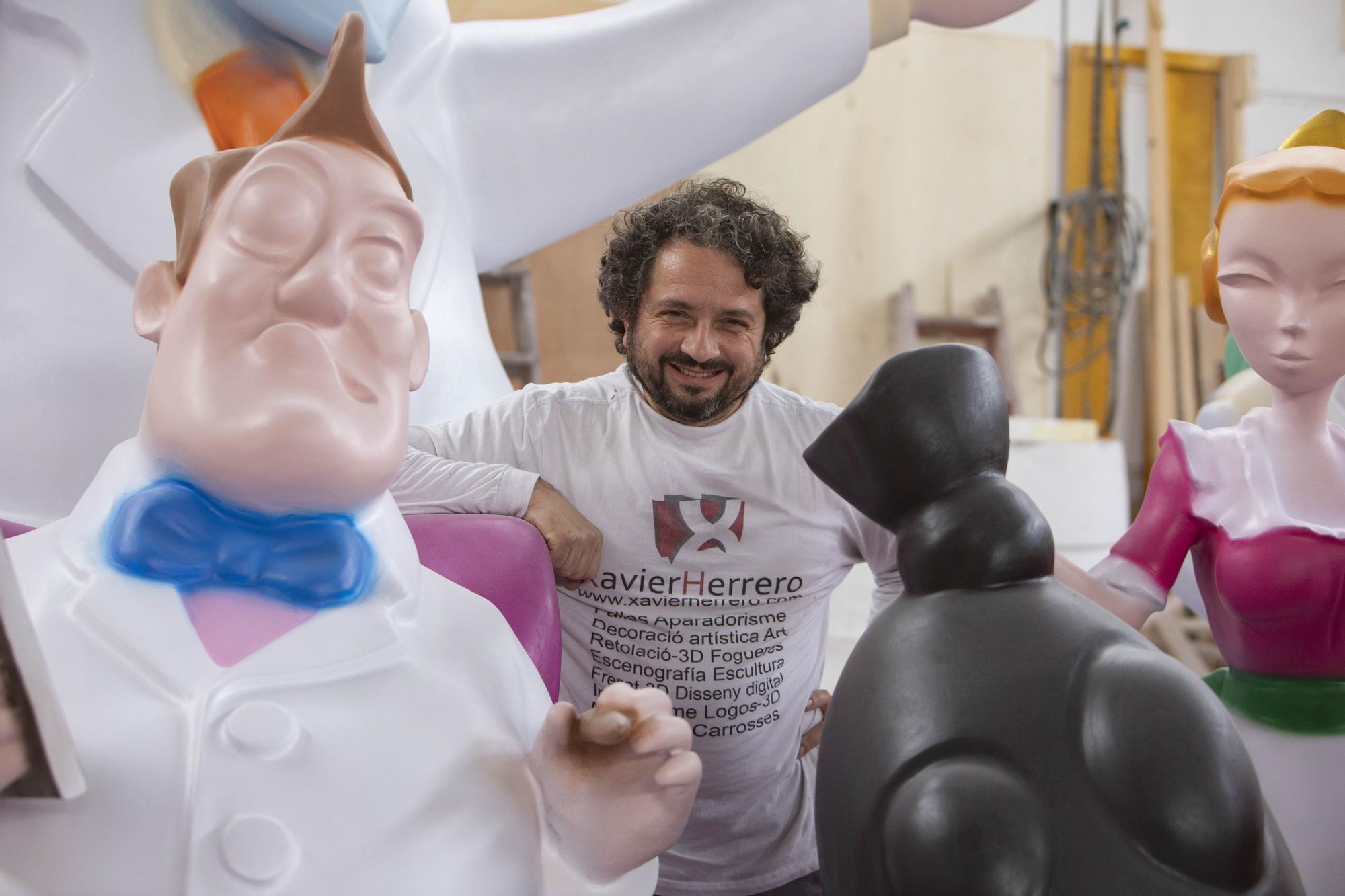 El artista fallero Xavier Herrero abre las puertas de su taller y analiza la situación del sector tras la suspensión de 2020