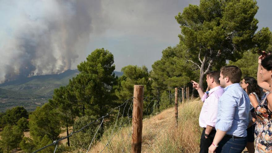 El incendio en Yeste ha quemado ya 1.400 hectáreas