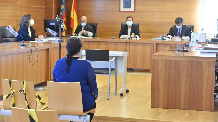 Cinco años y medio por rociar con gasolina e intentar quemar a una mujer delante de su bebé de 10 meses en Castellón