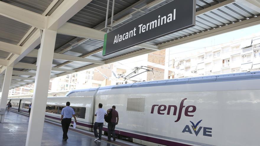 Renfe recuperará en julio el servicio de restauración en el AVE entre Alicante y Madrid