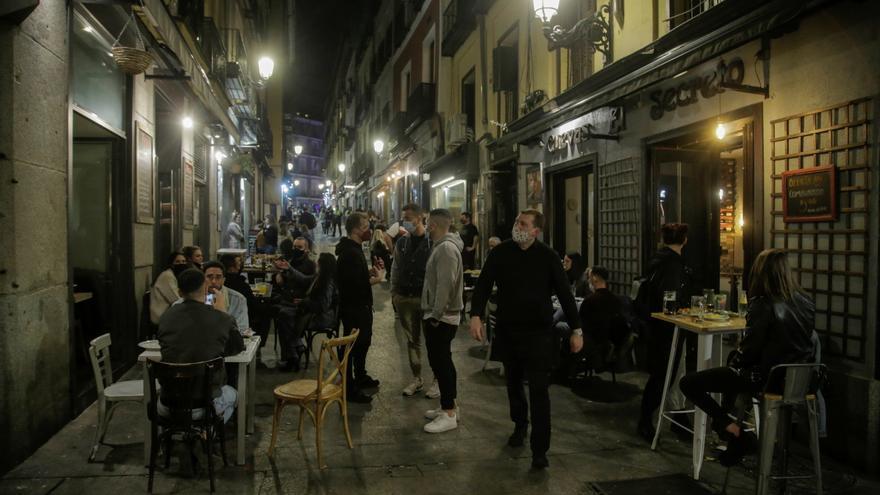 """El """"turismo de borrachera"""" agita el debate político preelectoral en Madrid"""