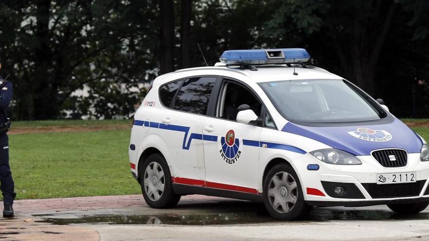 Dos jóvenes detenidos por agredir sexualmente a una mujer en Vitoria