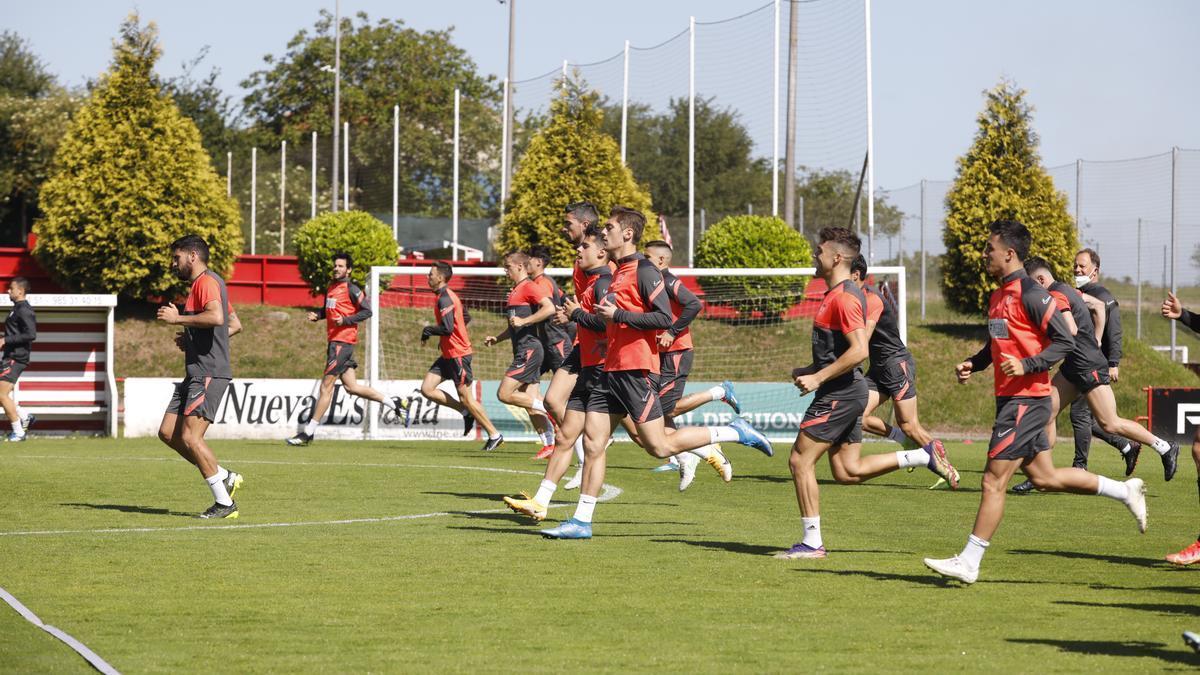 Los jugadores del Sporting, durante el entrenamiento de ayer.
