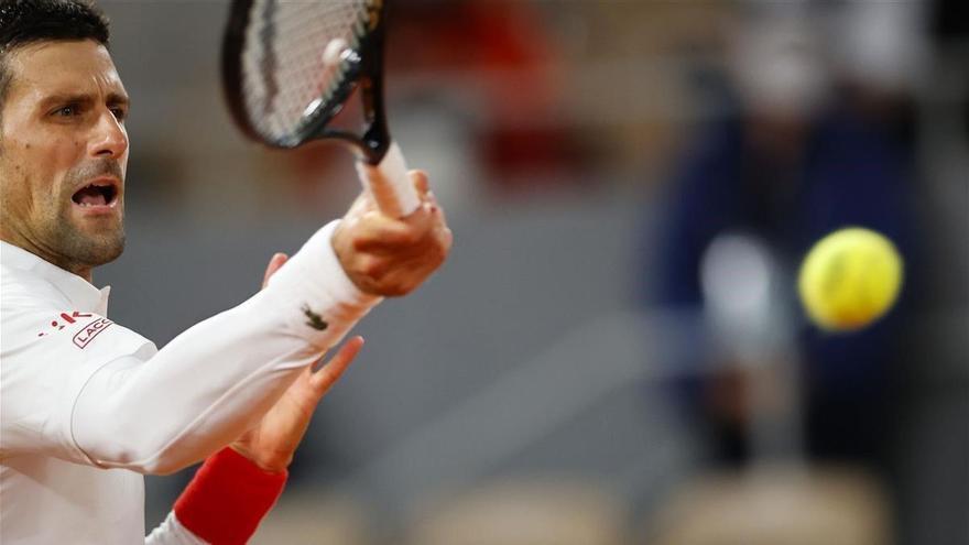 Djokovic se da un paseo en su debut en Roland Garros