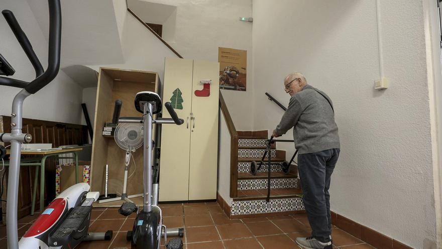 El PP solicita la instalación de un ascensor en la Asociación Parkinson Elche