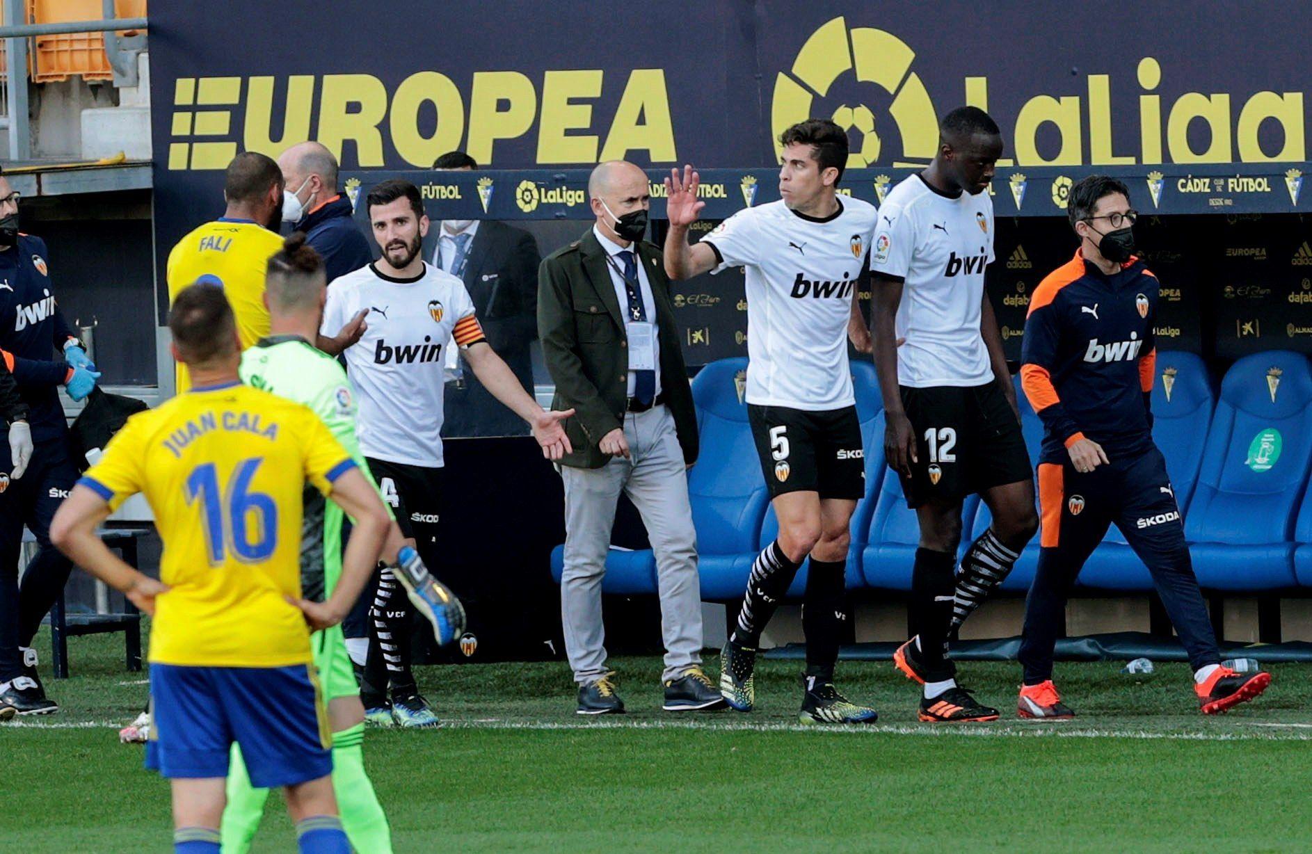 El Valencia CF abandona el césped por insultos racistas a Diakhaby