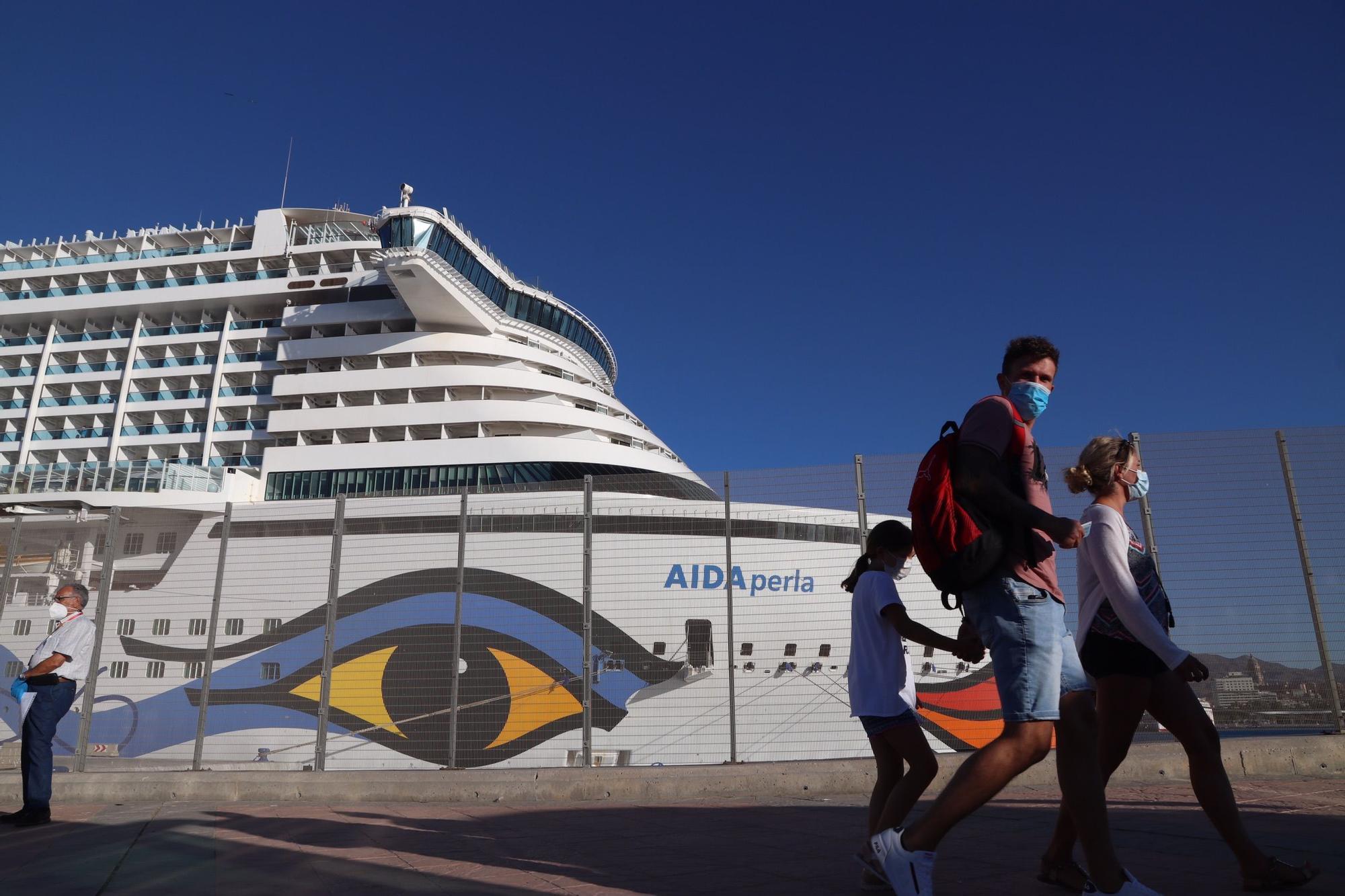 El crucero alemán Aida Perla, atracado en el Puerto de Málaga.