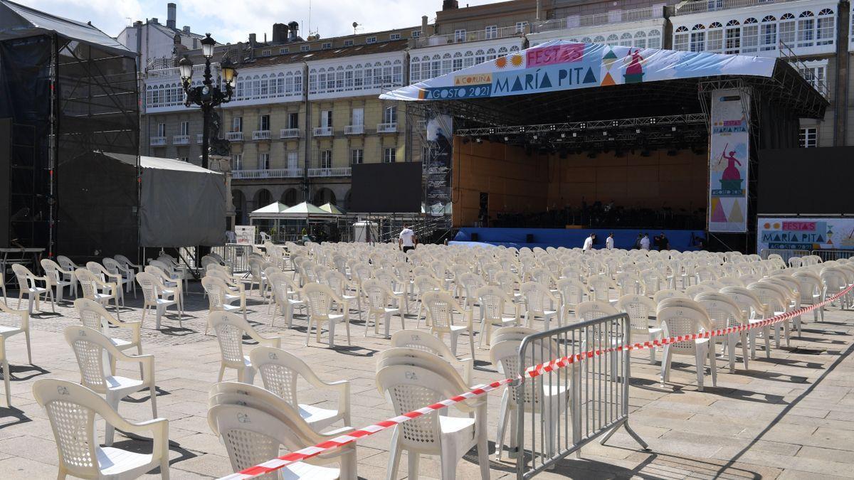 Escenario para conciertos en la plaza de María Pita.