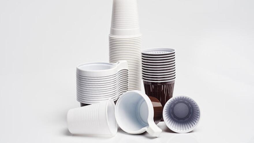 Plats, coberts i palletes de plàstic ja estan prohibits a la Unió Europea
