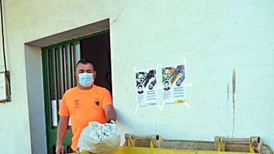 Protección Civil de Ribadumia recoge tapones para un niño con una dolencia rara
